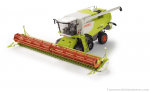 Claas Lexion 770 TT combine harvester with trailer
